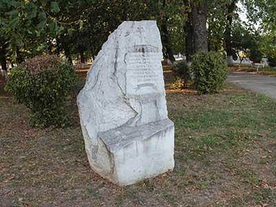 памятник-на-месте-церкви